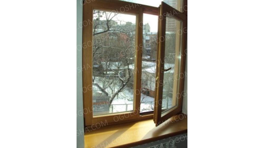 Двухстворочное окно из натурального дерева