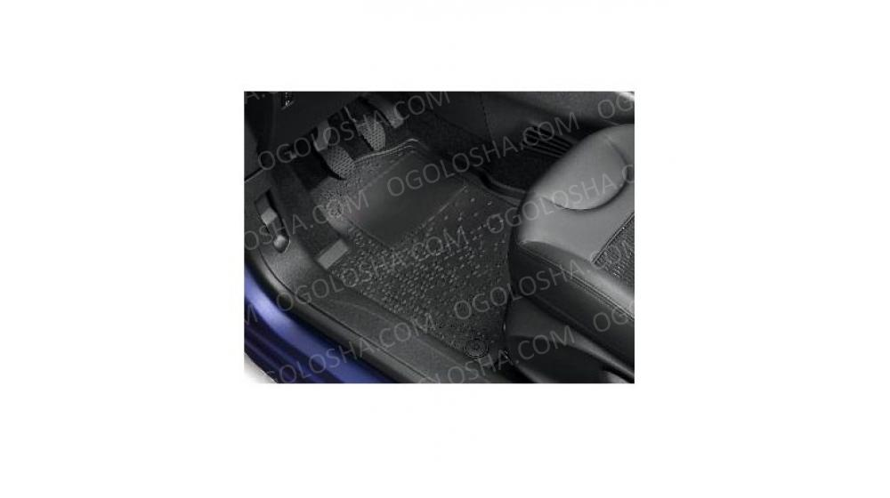 CITROEN Комплект 2 передних напольных ковриков из черной резины PEUGEOT 208 (A901)