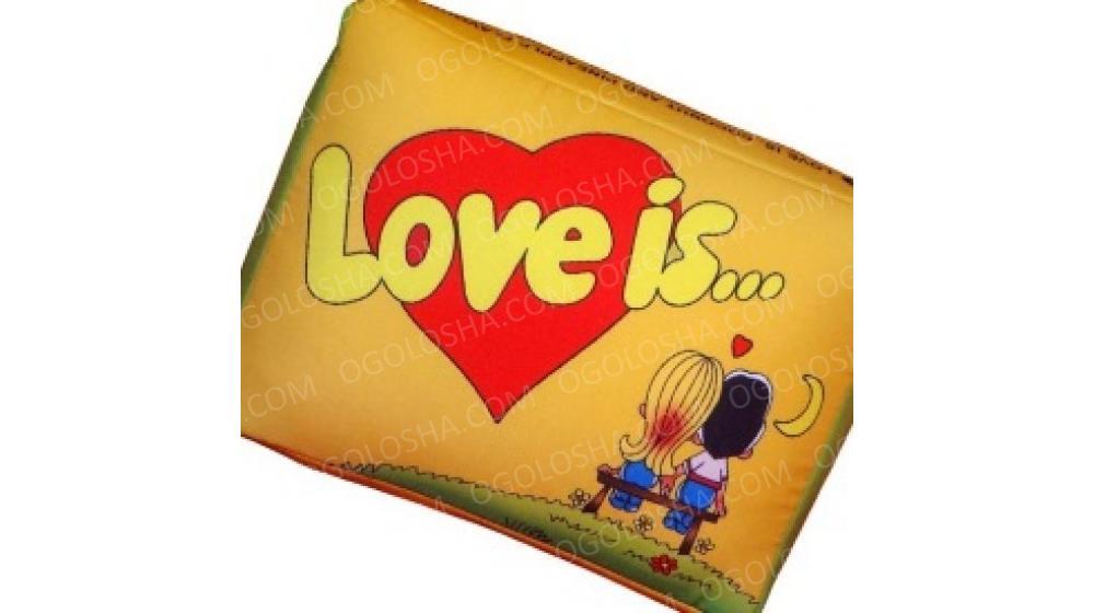 """Cувенірні подушки """"LOVE IS..."""" у вигляді жувальної гумки"""