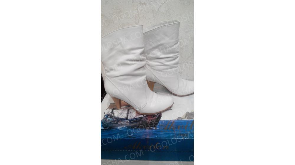 Белые кожаные ботиночки с небольшим утеплением, разм. 36, каблук 8 см