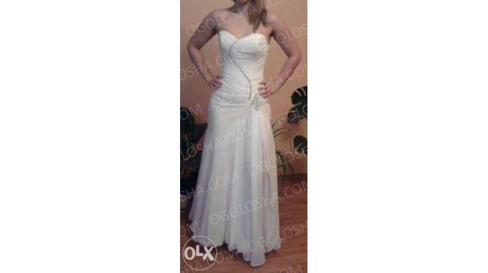 Продам очень красивое вечернее дизайнерское платье!