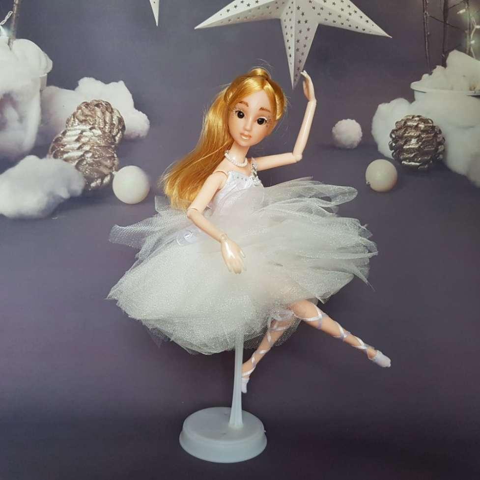 Кукла балерина очень красивая со светлыми волосами