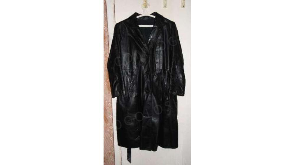"""Женское,кожаное пальто с поясом раз.""""48"""""""