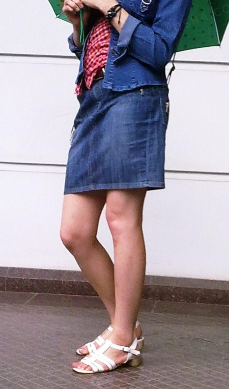 Джинсовая юбка выше колен