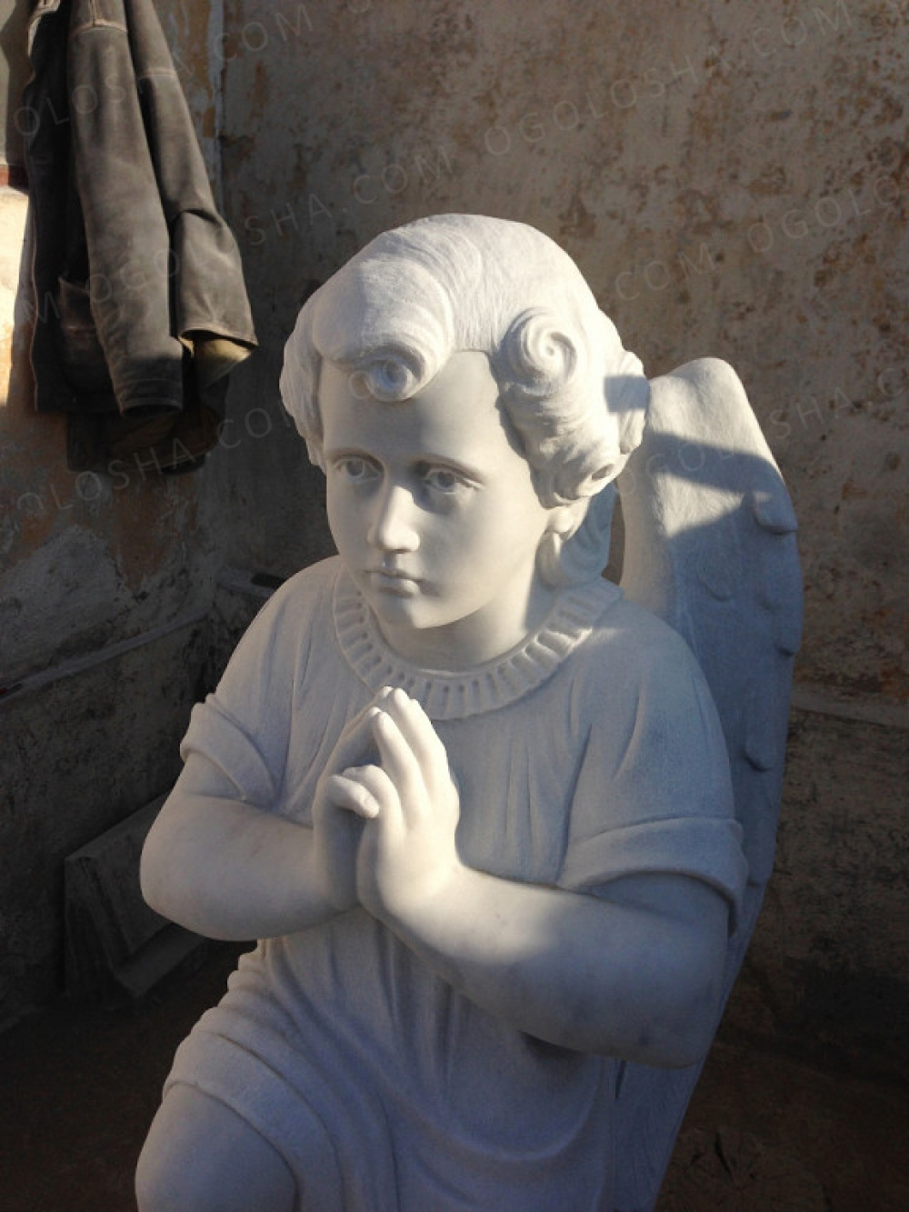 Скульптор. Памятники из мрамора, рельефы, портреты.