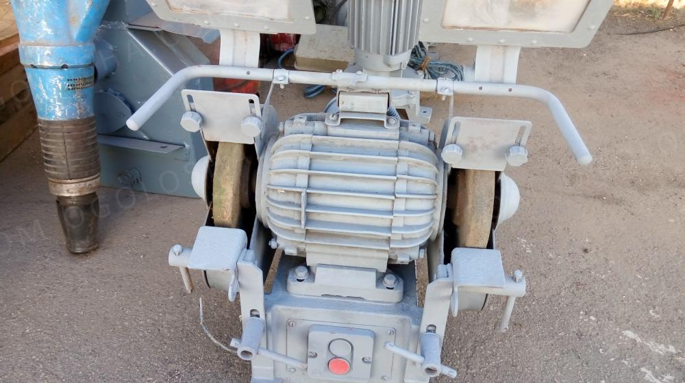 Продам наждачный полировочный станок 220/380 В, 3000 об/мин.