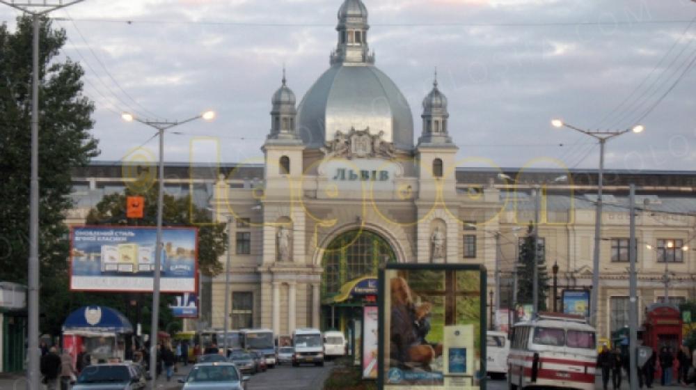 Реклама на ЖД Вокзале Львов, компания Piko.