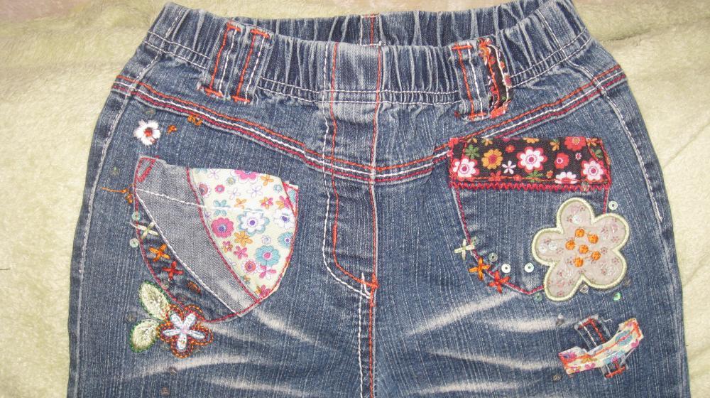 джинсы для девочки 7-8 лет с аппликациями в отличном состоянии