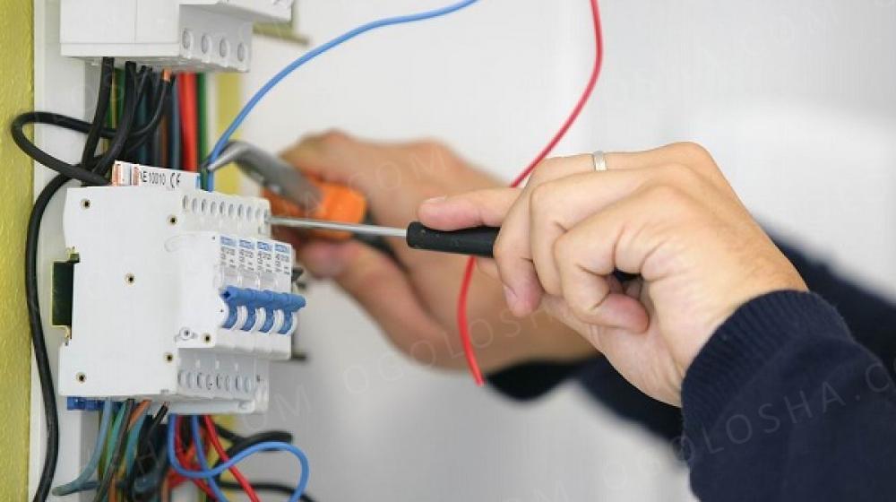 На постоянную работу требуется Электрик.