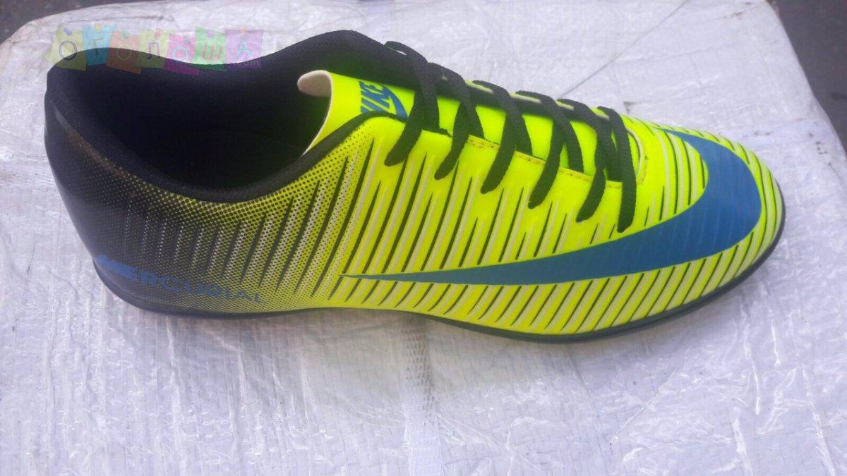 Сороконожки, бутсы, копы Nike Mercurial
