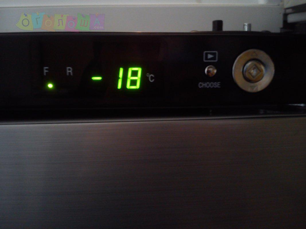 Большой холодильник Sharp SJ-F72PV-SL