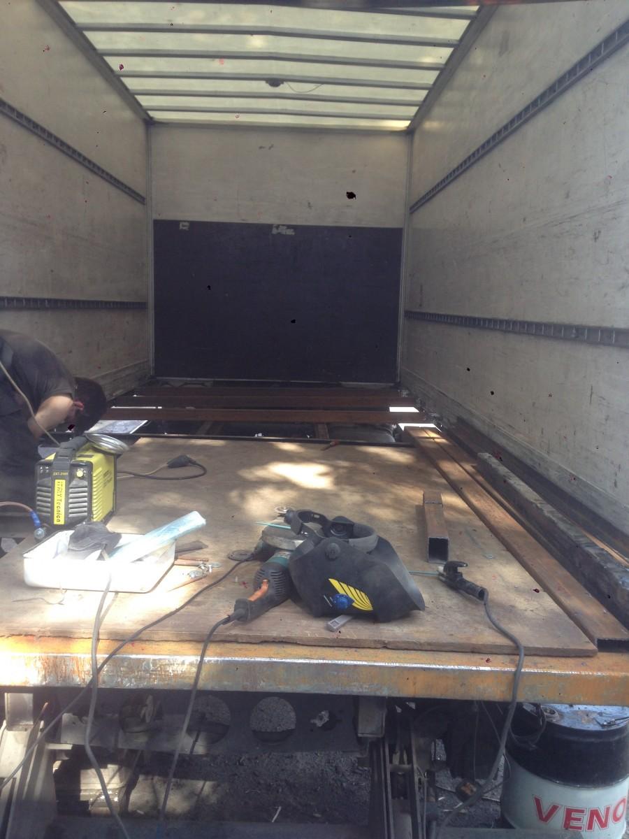 Ремонт пола в фургоне