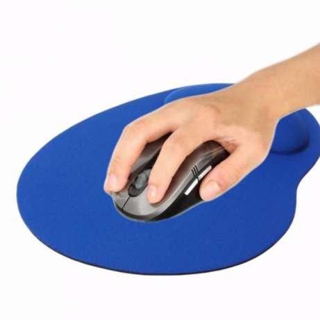 Коврик для мышки с гелевой вставкой для удобства руки