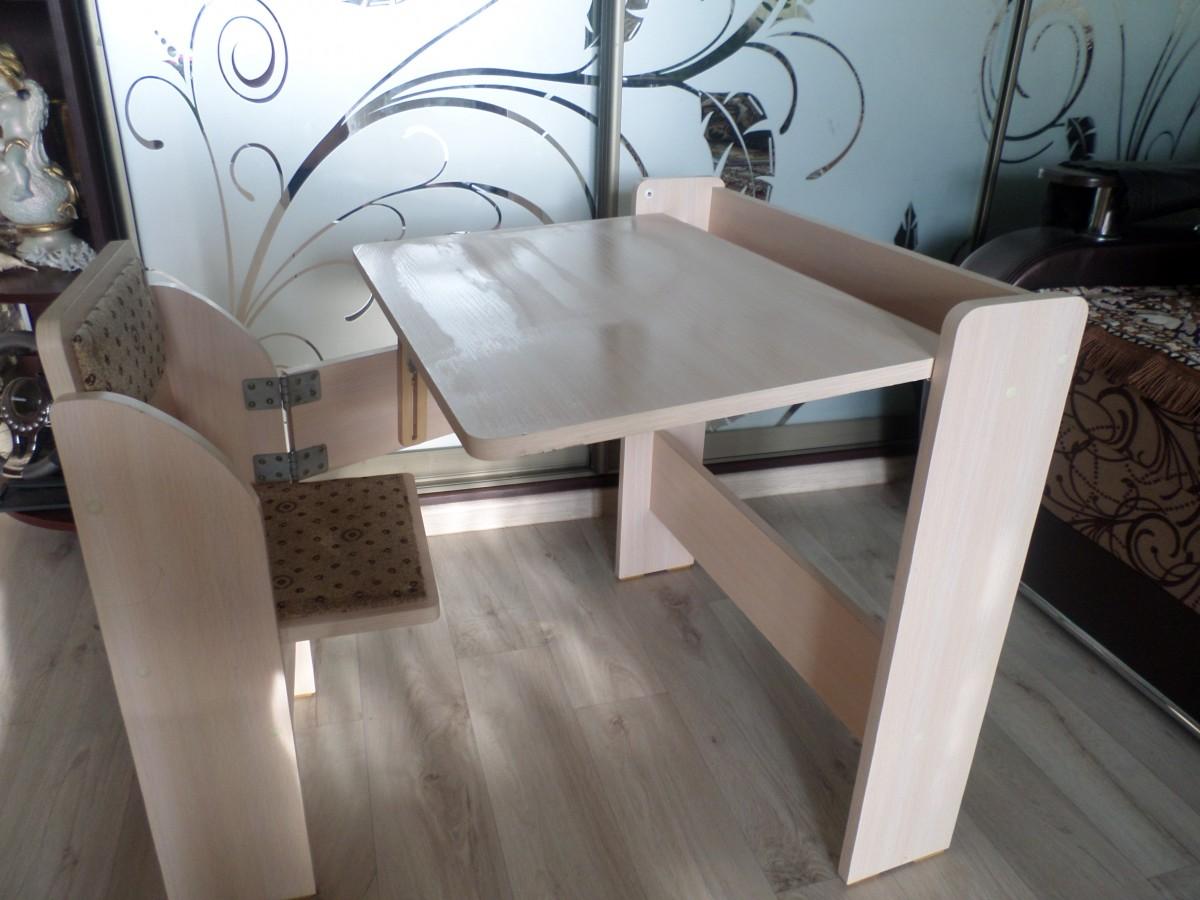 універсальну, регулюючу дитячу парту-стіл трансформер .