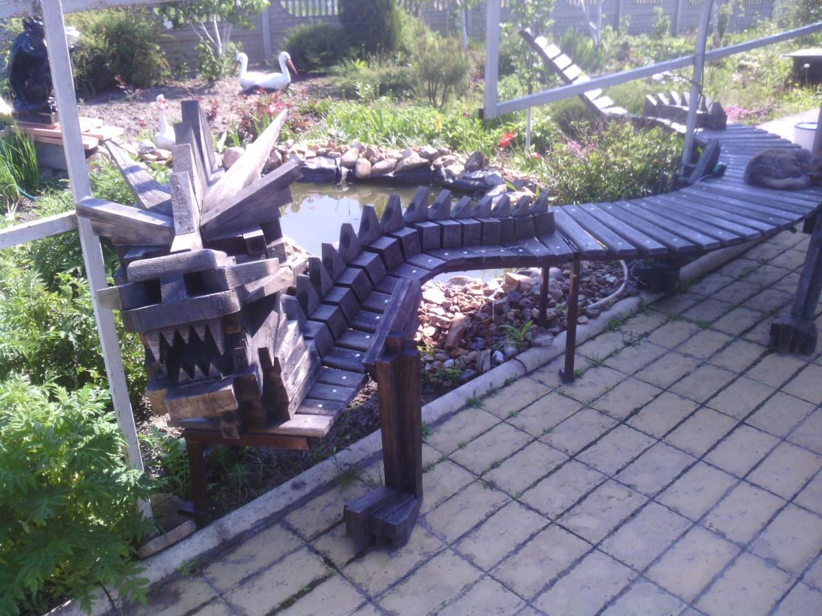 скамейка в виде дракона