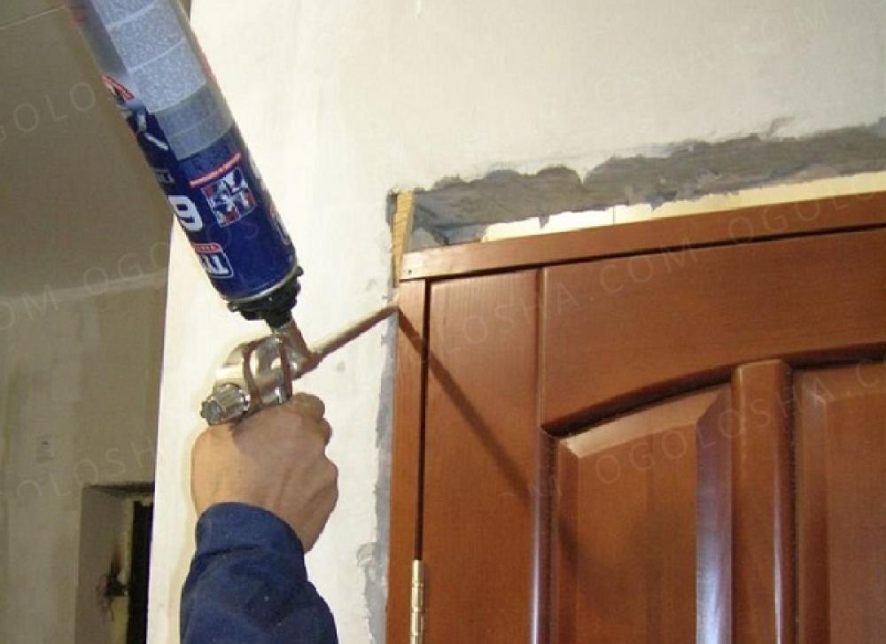 Ремонт межкомнатных дверей в стене