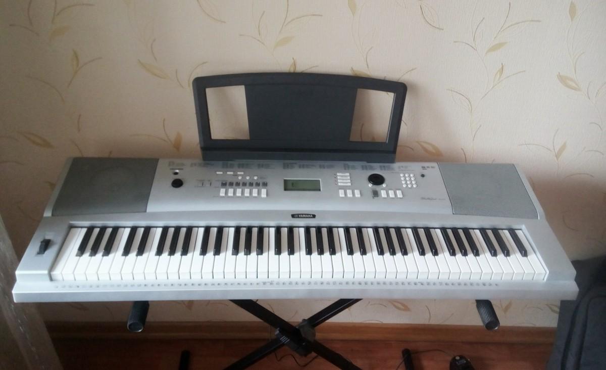 Синтезатор Yamaha DGX 220 в идеальном состоянии + чехол в подарок