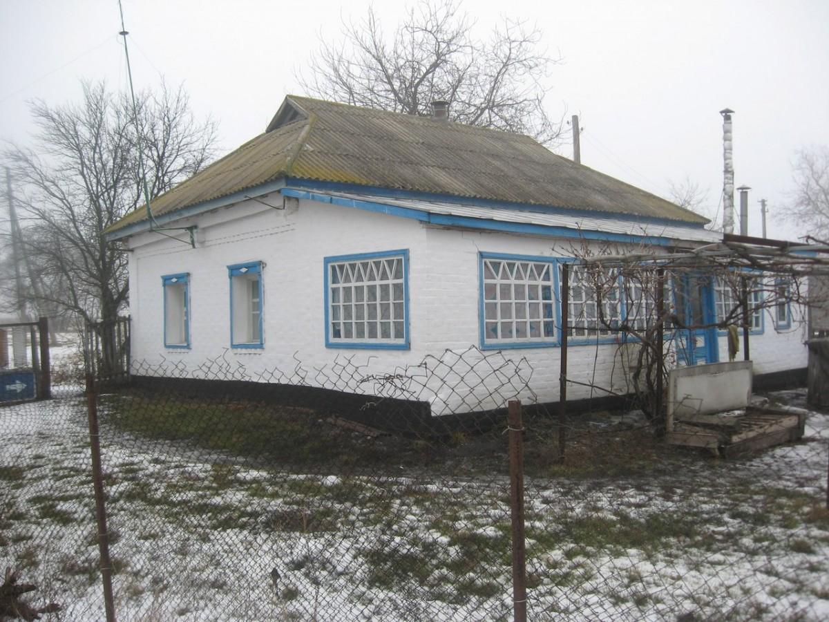 Продається приватизований житловий будинок з земельною ділянкою