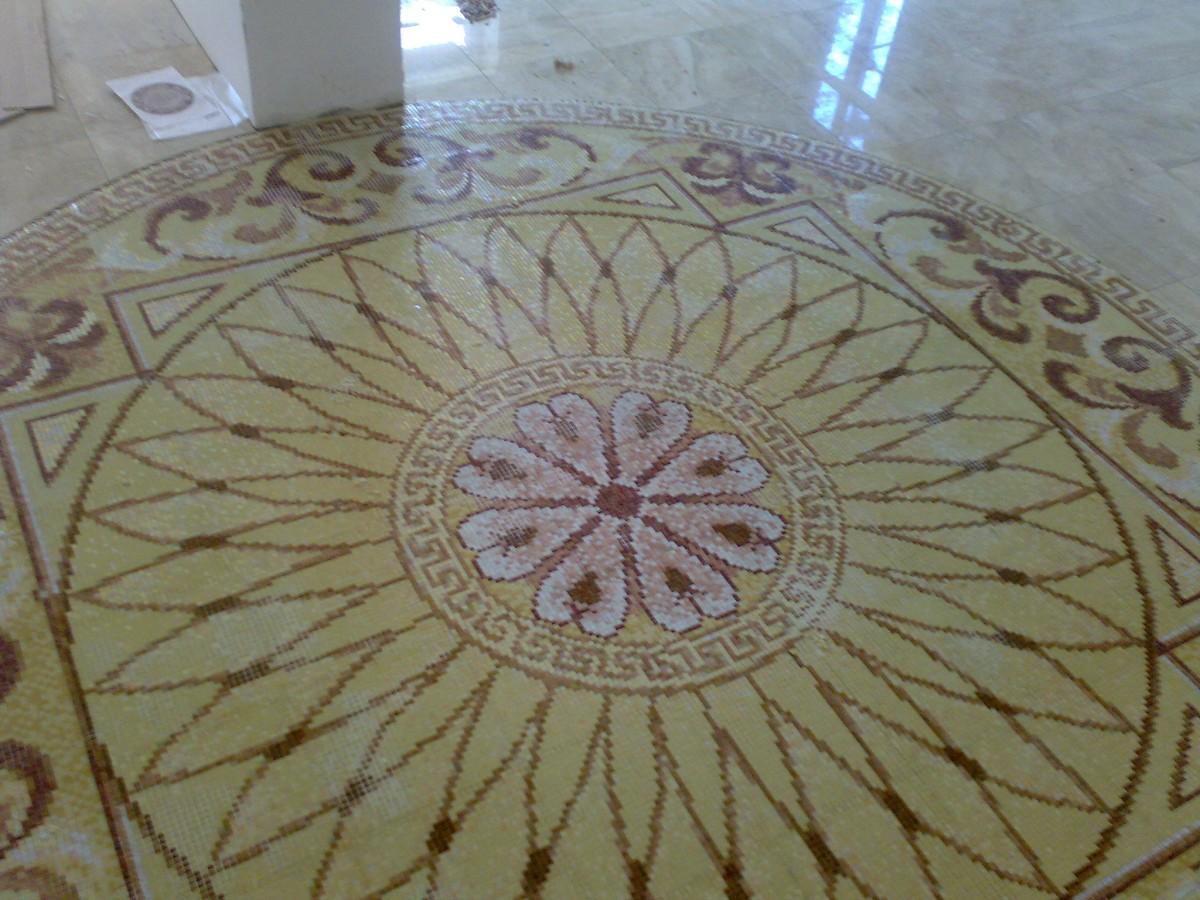 Облицовка плиткой мозаикой стен полов ступеней откосов басссейнов каминов.