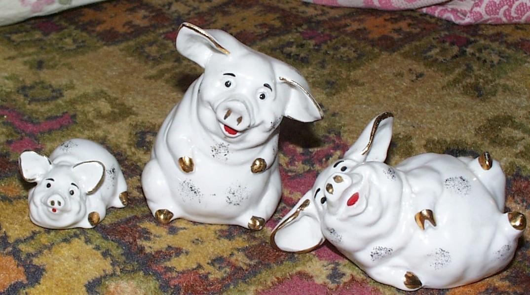 Фарфоровые статуэтки - три свинки