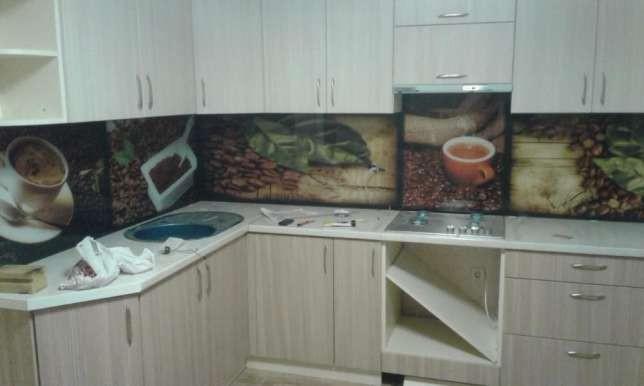 Фартук на кухню из стекла - рабочая поверхность (скинали)