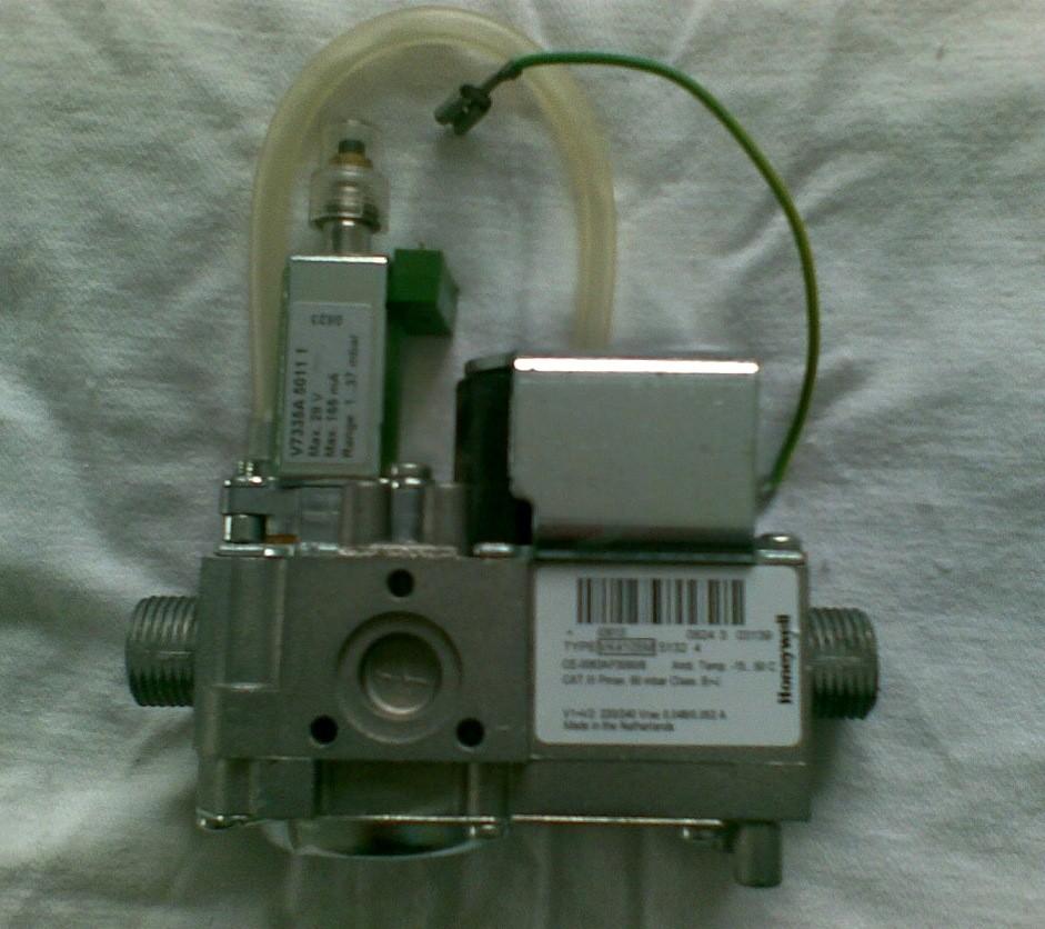 Продам газовый клапан газового котла
