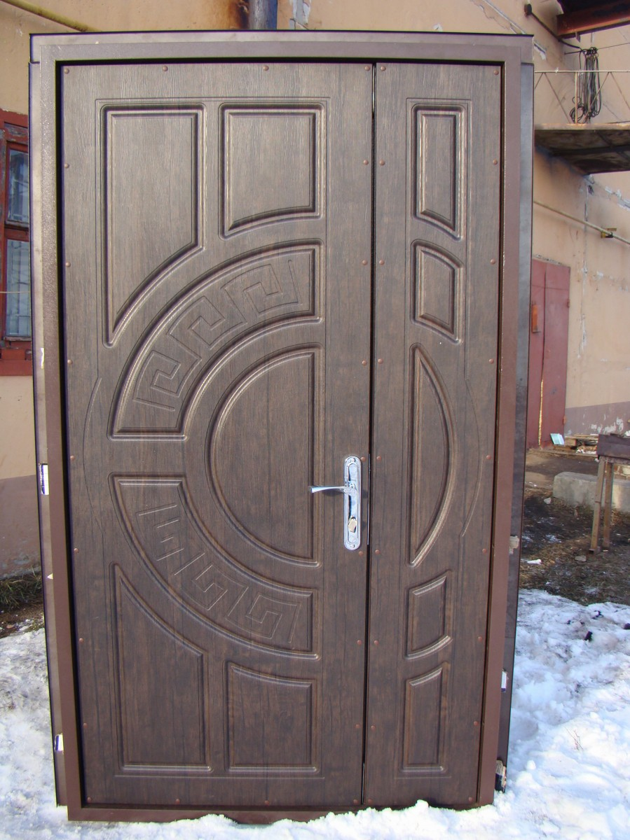 Двери входные с МДФ в доме (модель М2) 1200х2050