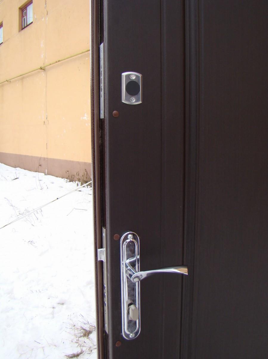 Двери входные с МДФ в доме (модель М2+) 1200х2050