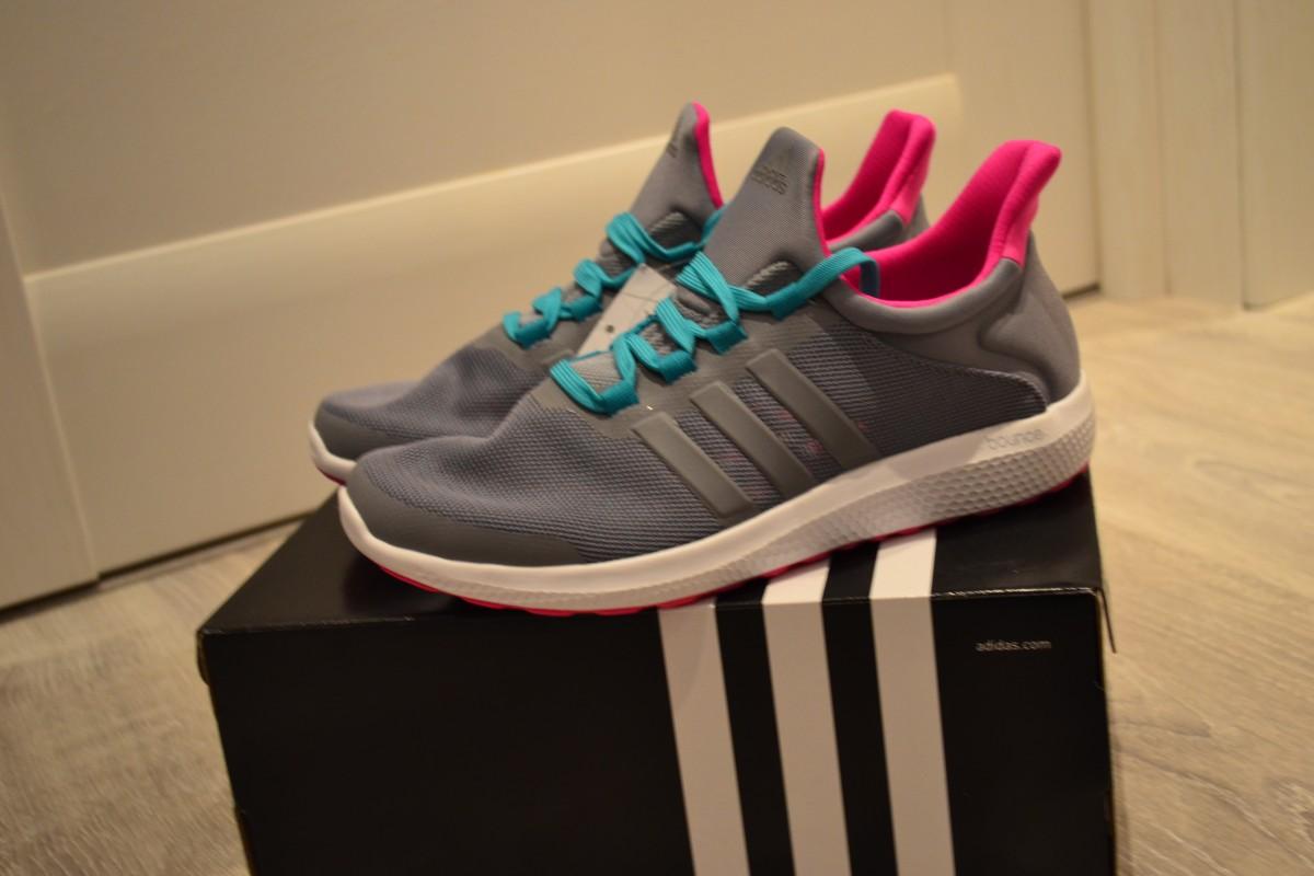 продам новые кроссовки Adidas размер 36.5