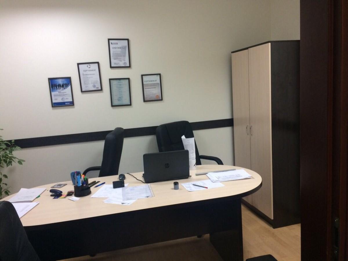 Сдам удобный для работы офис, ор-р - м. Дворец Украина