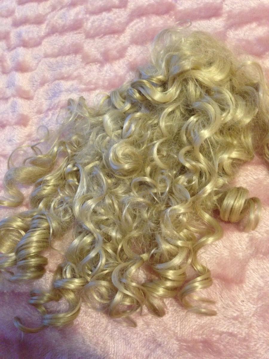 Штучне накручене волосся