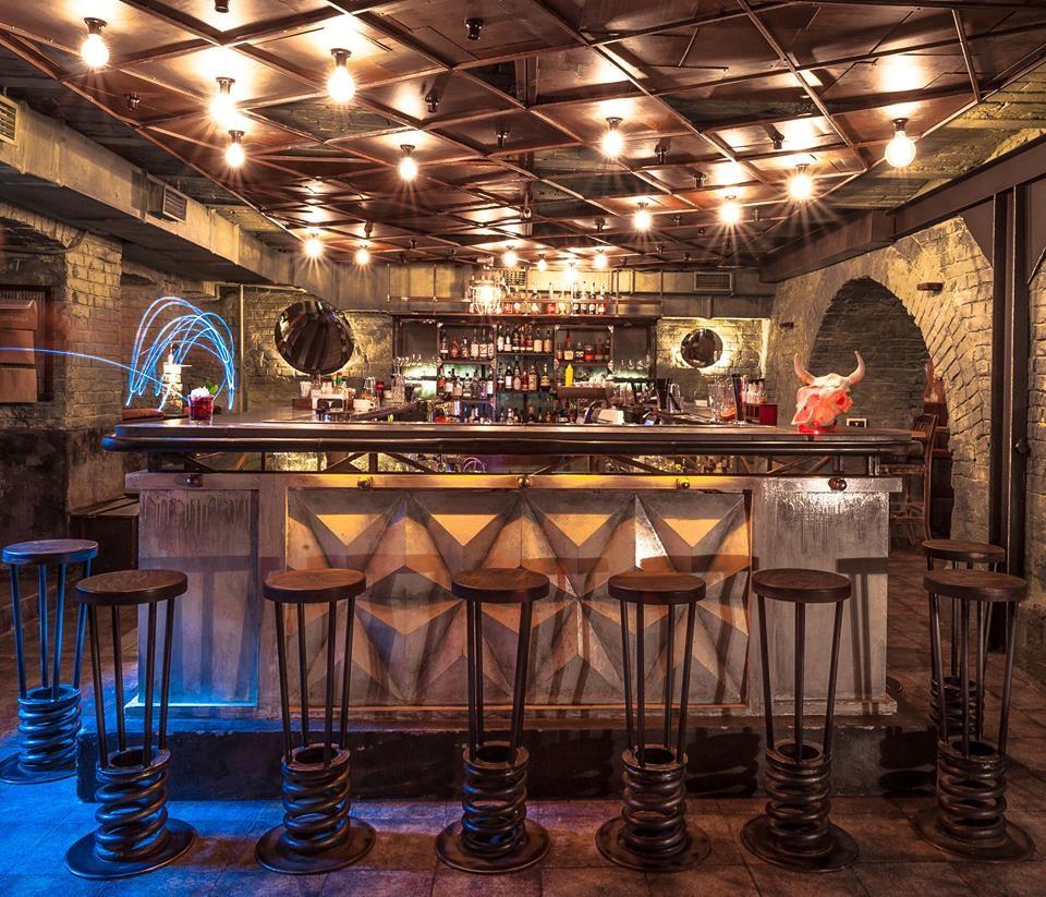 Продажа готового бизнеса, помещения под ресторан на улице Горького, Голосеевский район, рядом метро Олимпийская.