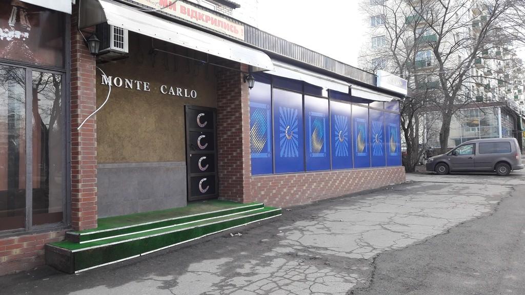 Предлагается фасадное помещение 170м2 с арендаторами. проспект Голосеевский.