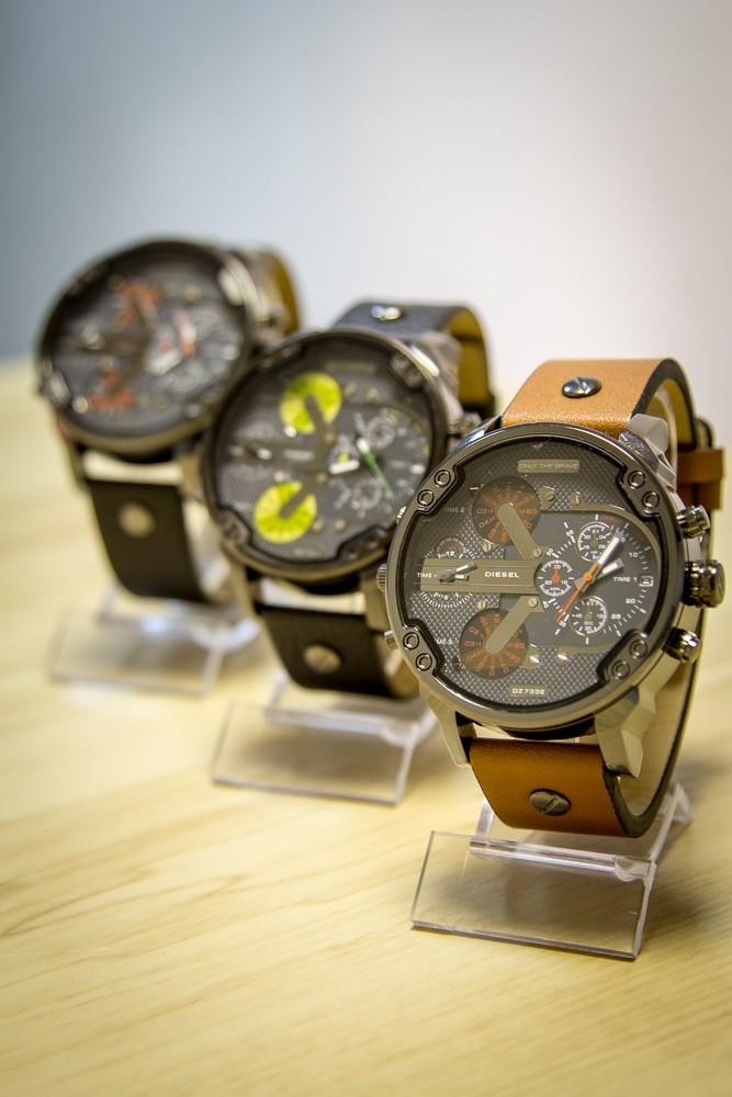 хотите, чтобы часы diesel brave копия купить оптом Монро