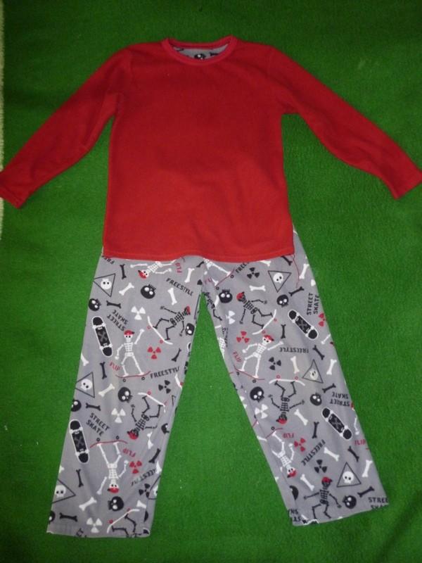 пижама,костюм на 8-9 лет