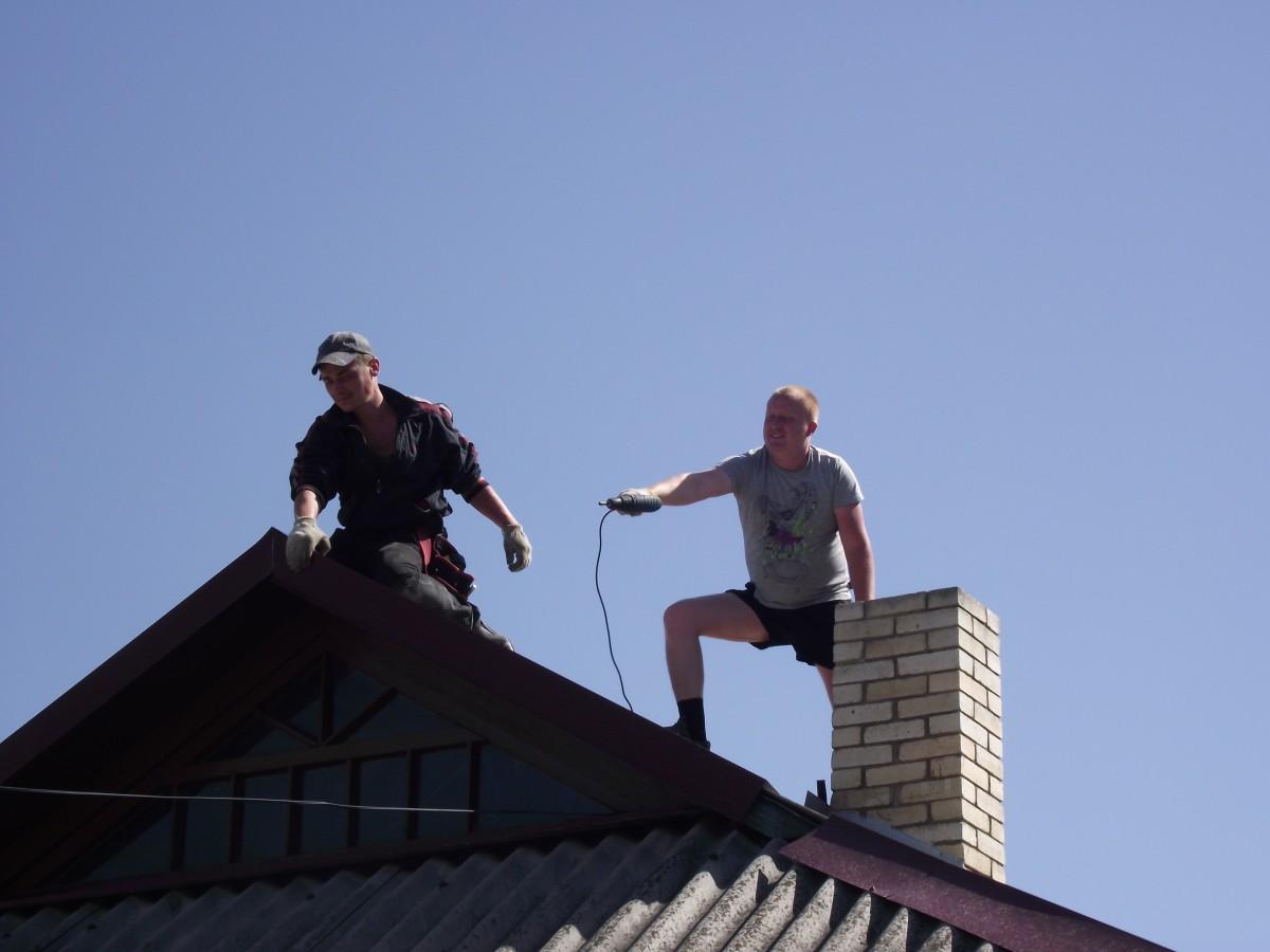 Кровельщик для ремонта и постройки крыш