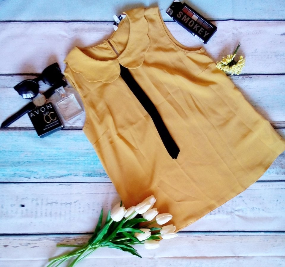 Блуза желтая с галстуком