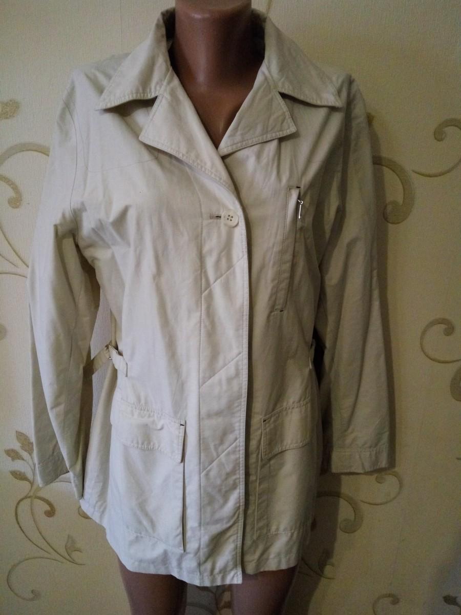 Весенний светлый плащ-куртка ветровка. Одет пару раз. Размер 12-14.