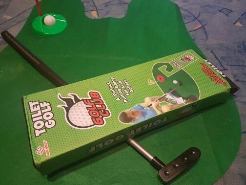 Коврик в туалет в виде игры в гольф. Все необходимое в комплекте!