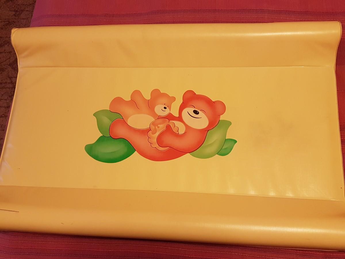 Пеленальный столик для новорожденных с мягкими бортами и ножками