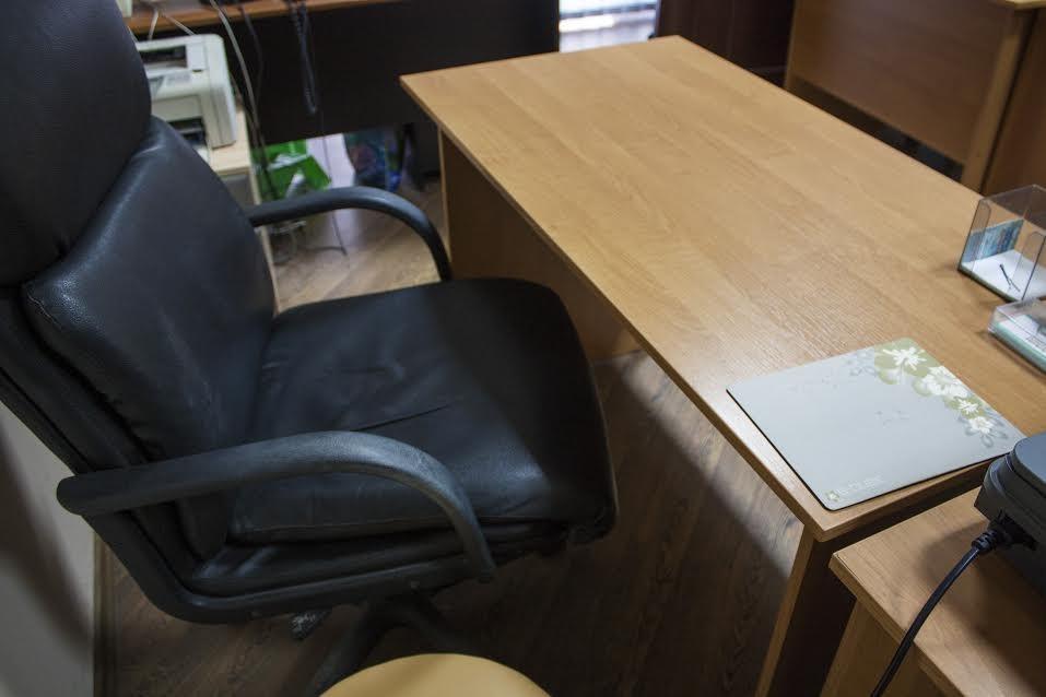 Офисный стол с тумбой