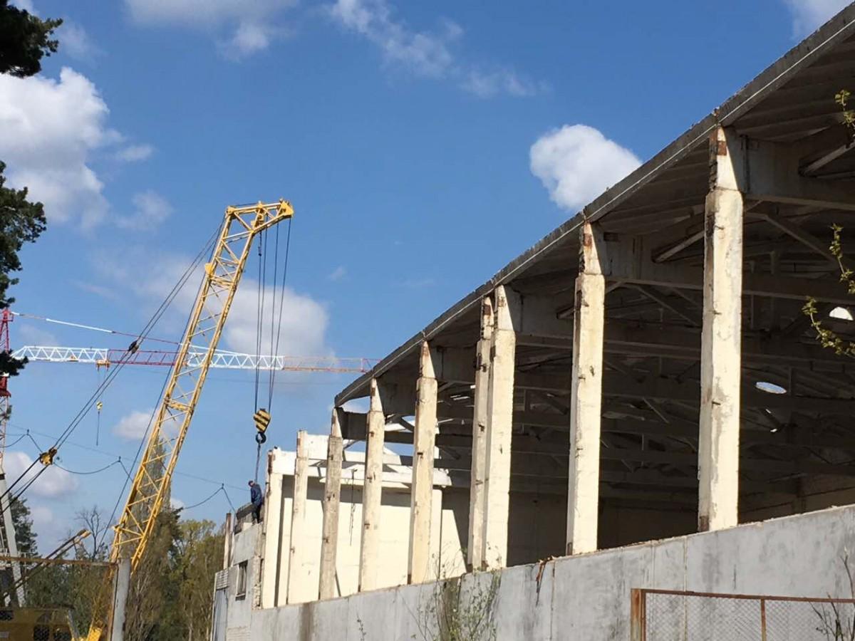 Продам колонны бетонные 8,30м бу со стаканом