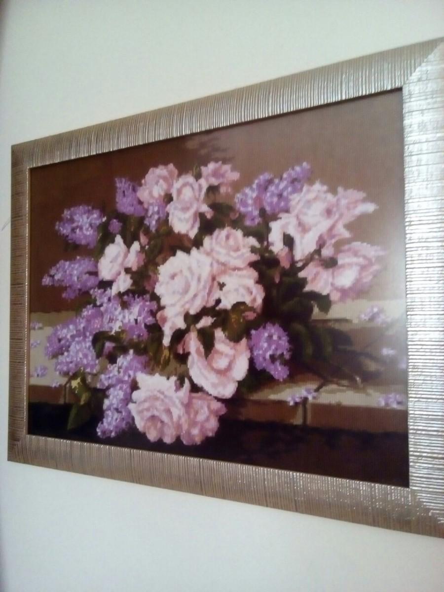 Продам картину вышитую крестиком «Розы и сирень»