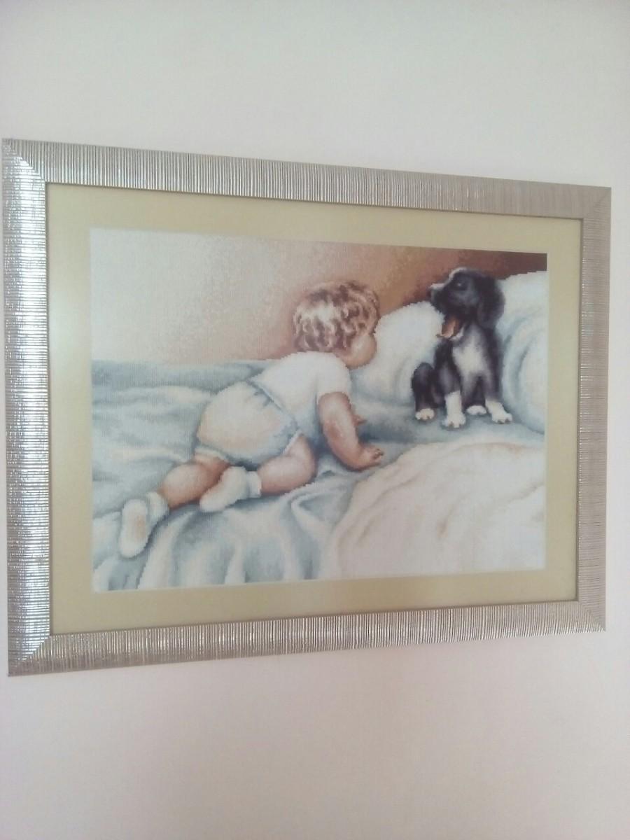 Продам картину вышитую крестиком «Мальчик с собакой»