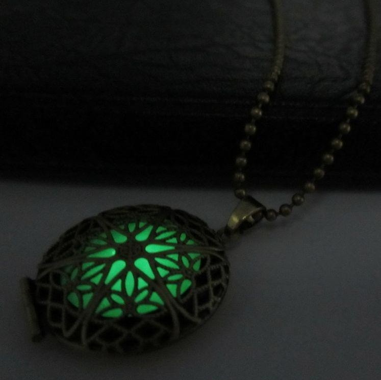 Святящиеся во тьме кулон, цвет свечения - зеленый