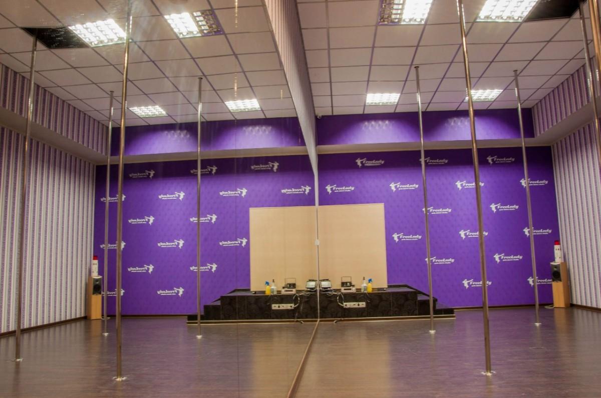Аренда танцевального зала, зал с пилонами, аренда пилона, зал для йоги