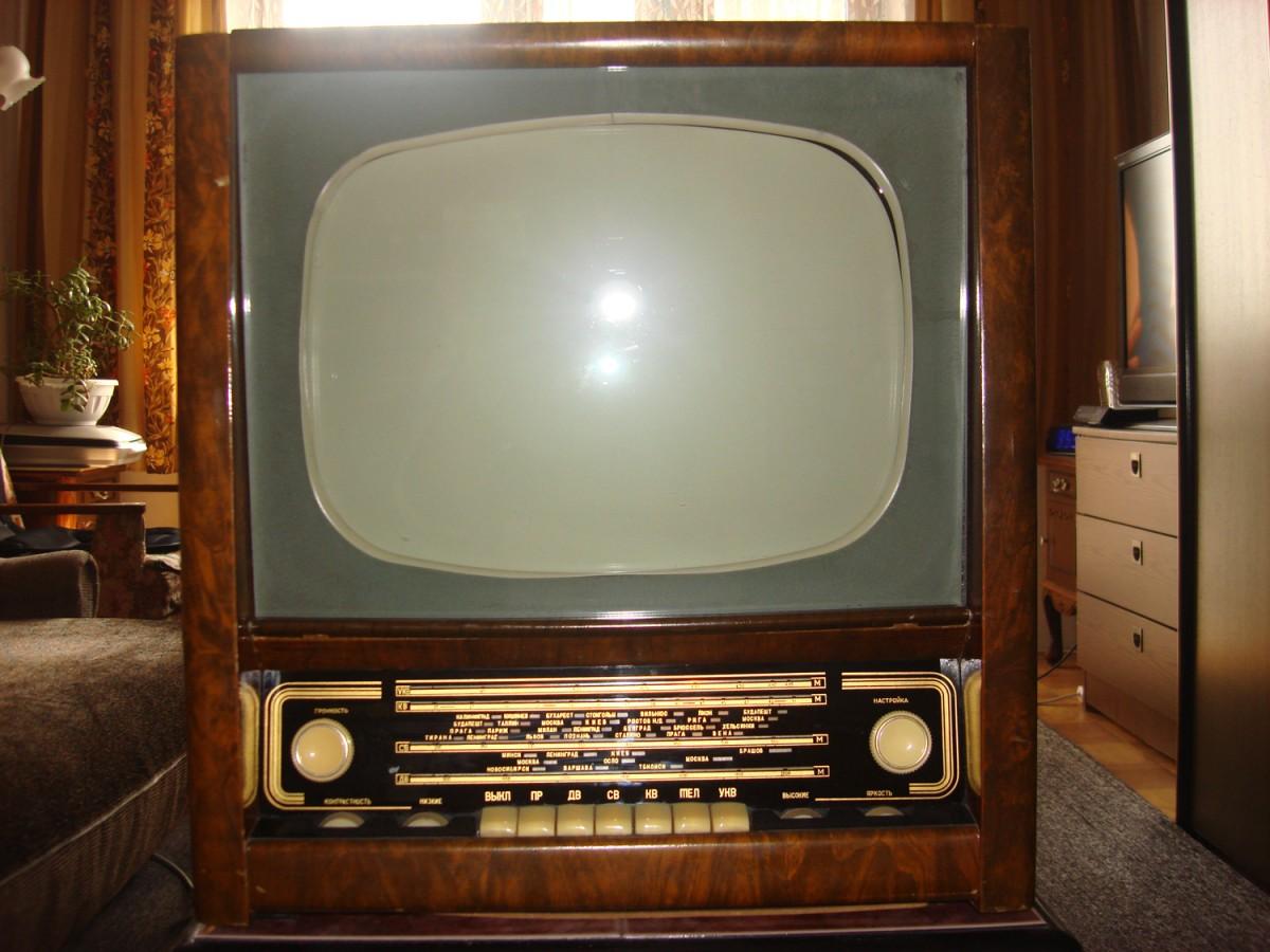 Раритетный телевизор-радиола ХАРЬКОВ