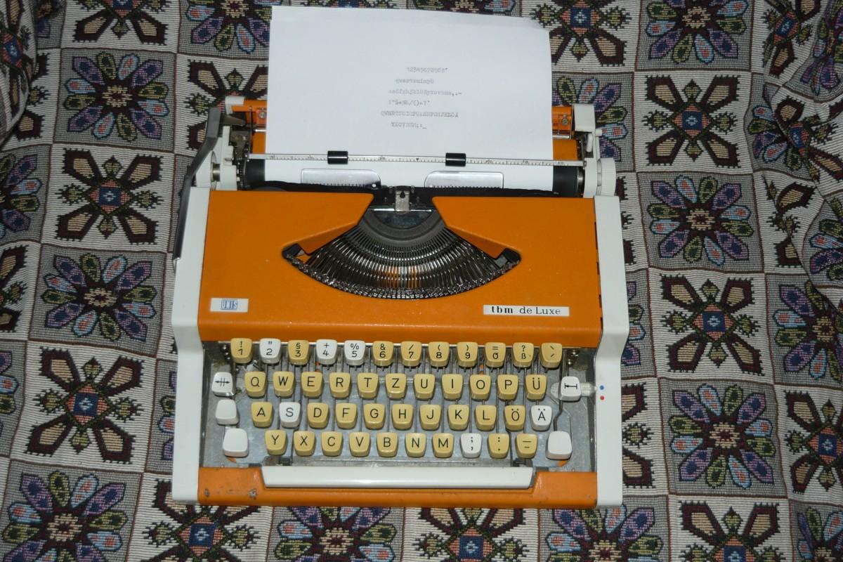Печатная (пишущая)машинка Traveller DE LUXE на английском,немецком язы