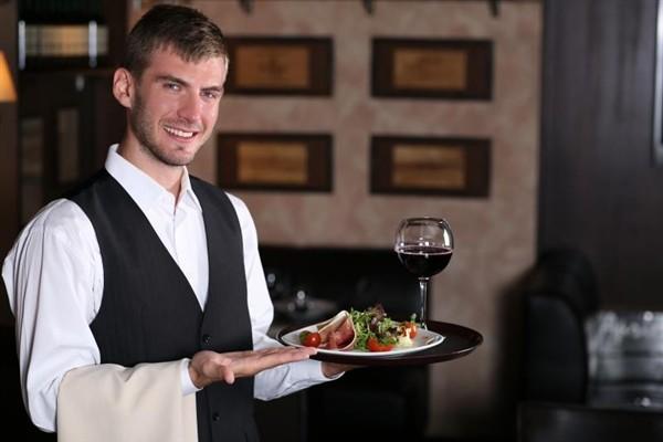 Работник ресторана бистро в Польшу