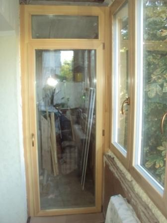 Установка деревянных окон и дверей. Остекление балконов и лоджий